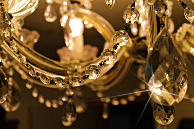 chandelier-448719_1920